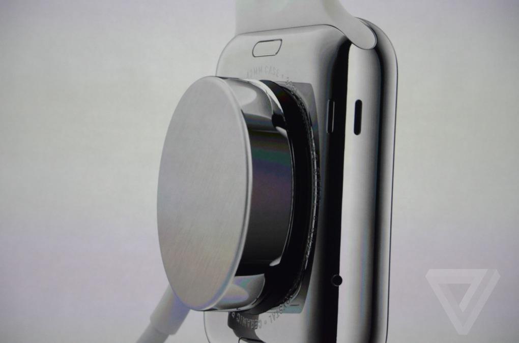 Bezdrôtové nabíjanie Apple Watch /Zdroj: The Verge
